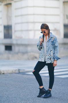 23 Fashion-y Ways To Style A Denim Jacket This Fall