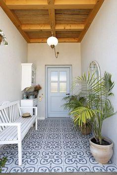 Garden Floor, House Entrance, Entrance Doors, Apartment Renovation, Home Decor Inspiration, Design Inspiration, Decor Ideas, Metal Wall Decor, Entryway Decor