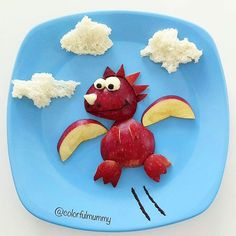Bebek ejdarha uçmayı öğreniyor.. Baby dragon is learning how to fly... Elma, peynir, zeytin, zeytin ezmesi, ekmek... Apple, cheese, olive , olive paste, bread... #dragon #flying #sky #clouds