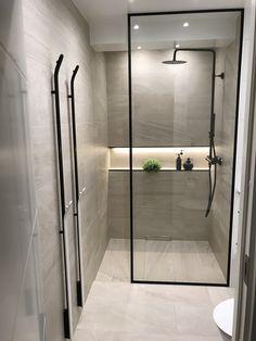 diy bathroom remodel ideasisunconditionally important for your home. Whether you choose the remodeling ideas bathroom or bathroom remodel beadboard, you will make the best bathroom remodel beadboard f Bathroom Layout, Modern Bathroom Design, Bathroom Interior Design, Small Bathroom, Bathroom Ideas, Master Bathrooms, Budget Bathroom, Bathroom Inspo, Bathroom Caulk