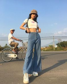 New fashion trends and outfits for teens and young women in spring and summer 2019 Mode Outfits, Retro Outfits, Trendy Outfits, Vintage Outfits, Summer Outfits, Girl Outfits, Fashion Outfits, Fashion Trends, Trendy Jeans