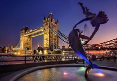 A London Tourist Guide. You Don't Need A Travel Agent To Pick A Great London Hotel. A great hotel turns your vacation into a fantasy. Read on to find out how to find an affordable place Piccadilly Circus, London Eye, Venice Italy Hotels, U Bahn Station, Big Ben, Christmas In Europe, Destinations, Der Bus, Excursion