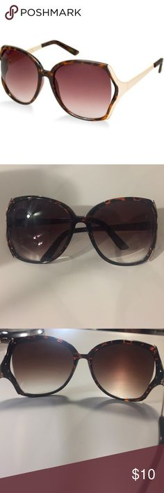 Jessica Simpson oversized sunglasses  Jessica Simpson oversized sunglasses with the opened sides. Tortoiseshell gold barely used. In very good condition! Jessica Simpson Accessories Sunglasses