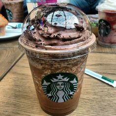 15 Best Drinks from the Starbucks Secret Menu - - We stumbled across the Starbucks secret menu a few weeks ago, and it blew our minds! If you thought that the Starbucks menu is limited? The secret list has more than 1000 drink. Starbucks Secret Menu Drinks, My Starbucks, Starbucks Frappuccino, Milk Shakes, Iced Coffee, Coffee Drinks, Fun Drinks, Yummy Drinks, Bebidas Do Starbucks