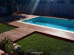 Terrasse sur terrain naturel (jardin terre...)  conception d'une terrasse en Cumaru sur terrain naturel. http://sudterrasses.com/  Tél. : 06 51 51 94 02