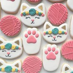 Instagram 上的 Compañía de Fiestas ®:「 . 💕 Una idea para un #cumplemerienda con estas originales galletitas para acompañar la #mesadulce con diseño original . 📸 @sugarfanclub… 」 Cat Cookies, Fancy Cookies, Royal Icing Cookies, Sugar Cookies, Kitten Party, Cat Party, Cat Birthday, Birthday Cookies, Cat Cupcakes