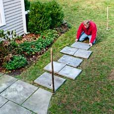 How to Lay a Stepping-Stone Path By: Roger Cook, This Old House magazine diy-garden-paths-sidewalks Stepping Stone Pathway, Stone Walkway, Stone Pathways, Patio Stone, Paver Walkway, Paving Stones, Outdoor Landscaping, Backyard Patio, Outdoor Gardens