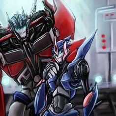 Transformers Bumblebee and Arcee Kiss   AT OP+Arcee by Hackney
