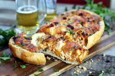 Biztos ti is számtalan olyan király kaja fotóval találkoztok már, melyeken nyúlik a sajt, ropog a kenyér és egyszerűen csak arra vágytok, hogy jól beleharaphassatok. Hát most hoztunk egy kézzelfogható receptet, ami garantáltan a kedvencetek lesz. Hiszen minden elvárásnak megfelel!