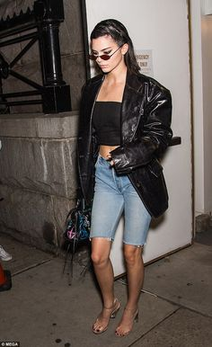 Jenner shows off knockout legs on the Bowery Kendall Jenner after Marc Jacobs fashion show out in New YorkKendall Jenner after Marc Jacobs fashion show out in New York Sporty Chic, Denim Fashion, Fashion Outfits, Womens Fashion, Street Fashion, Look Con Short, Smoking, 2020 Fashion Trends, Fashion 2020