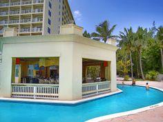 Pool and Bar at Paradise Island Harbour Resort | Bahamas