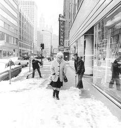 PHOTO - CHICAGO - RUSH STREET - LOOKING S - CROYDON APARTMENTS - MEN SHOVELLING SNOW - 1969 Street Look, Street View, Shoveling Snow, Chicago Photos, Croydon, Snowy Day, Old London, Surrey, Old Photos