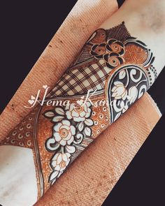 Image may contain: 1 person Modern Henna Designs, Rose Mehndi Designs, Khafif Mehndi Design, Full Hand Mehndi Designs, Indian Mehndi Designs, Henna Art Designs, Mehndi Design Photos, Wedding Mehndi Designs, Mehndi Designs For Fingers