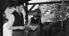 Die andere Heimat - Chronik einer Sehnsucht  Jakob (Jan Dieter Schneider) erklärt seinem Vater Johann (Rüdiger Kriese) die Fliehkraft © Concorde Filmverleih 2013/Christian Lüdeke
