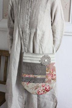 「フランスアンティークリネン ハンドメイド パッチワークのポシェット 」ココン・フワット Coconfouato [アンティーク&雑貨] アンティーククロス アンティークファブリック アンティークテキスタイル ファブリック レース --cloth--