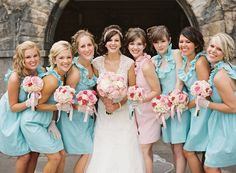 I love this...maid of honor is in different color than bridesmaids