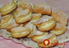 Jablkové taštičky s tvarohom – rýchly a jednoduchý dezert, keď nebudete vedieť, čo s jablkami! Dessert Recipes, Desserts, Pretzel Bites, A Table, French Toast, Cheesecake, Hamburger, Goodies, Food And Drink