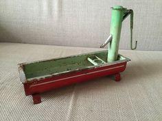 Spielzeug antik aus Blech -  Brunnen    eBay