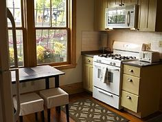 Charming Central Boston apartment close to attractions and transport! Holiday Rental in Boston from UK Boston Vacation, Boston Apartment, Rental Kitchen, Location Saisonnière, City Living, Small Tables, Updated Kitchen, Rental Apartments, Ideal Home