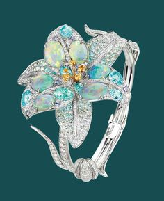 THE FLOWER OF INNOCENCE AND EMBLEM OF THE KINGS OF FRANCE, THE LILY HOLDS A SPECIAL PLACE IN THE PRECIOUS GARDEN OF THE MAISON CHAUMET; JEWELLER TO THE CROWNED HEADS OF EUROPE. Sparkly Jewelry, I Love Jewelry, High Jewelry, Bohemian Jewelry, Women Jewelry, Jewelry Design, Lotus Jewelry, Gemstone Jewelry, Chaumet