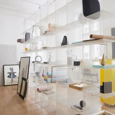 Use the light and almost invisible Panton Wire shelving system as a room divider. #montanafurniture #danishdesign #panton #vernerpanton #pantonwire #roomdivider #shelving #shelvingsystem #officedecor #officeinterior #interiordecor #homedecor #officespace