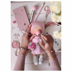 Boneca russa com molde para impressão - Como Fazer Amigurumi Doll, Plush Dolls, Blythe Dolls, Diy Doll, Doll Crafts, Techniques Couture, Fabric Toys, Bear Doll, Sewing Dolls