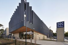 Forest Hill Police Station by bamford-architects.