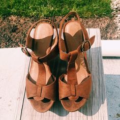 Brown Boho Chic Wedge Brown Boho Chic Wedge  Brown faux suede wedge with a 5in heel height. Little scuff near soles not noticeable when wearing.  Very trendy for the Boho summer vibes and also comfortable to wear. Looks good with dresses and wide leg pants!   Size: 9  In GOOD condition!   Model in photo is wearing similar shoes (Natalieoffduty) and shoes are not free people, just for promo Free People Shoes Wedges