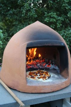 Looking For A Portable Wood Fired Pizza Oven or A Quality Brick Pizza Oven - We Have You Covered With Great Advice On Four Fantastic Models! Wood Oven, Wood Fired Oven, Wood Fired Pizza, Pizza Oven Outdoor, Outdoor Cooking, Outdoor Stove, Barbecue Four A Pizza, Bread Oven, Fire Pizza