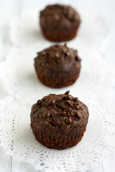 Gluten free double chocolate zucchini muffins are moist, rich, and dairy free and vegan! These are great for a snack or dessert! Double Chocolate Zucchini Muffins, Dairy Free Chocolate Chips, Chocolate Muffins, Vegan Chocolate, Chocolate Desserts, Healthy Desserts, Chocolate Lovers, Dessert Sans Gluten, Bon Dessert