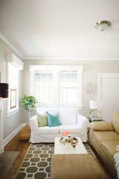 bright and airy interior #hometour #theeverygirl