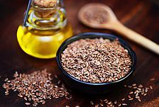 Der Leinsamen als chinesisches Heilmittel: Wussten Sie schon? Leinsamen enthält Schleimstoffe, die im Darm aufquellen und dadurch die Verdauung anregen. Diese Wirkung ist intensiver, wenn die Samen aufgebrochen sind.