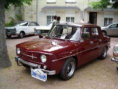 """Renault R8 Major :1964 Présentation de la Renault 8 une """"Major"""" bénéficiant d'une finition plus soignée, Type R1132. Moteur 1108 cm3,, Type 4 cyl. en ligne, Puissance Max. 50 ch.., boîte 4 vitesses toutes synchro ,Suspensions 4 roues indépendantes (AR. par essieux oscillants)  4 amortisseurs hydrauliques, Freins 4 disques plus servo Hydrovac, Poids 765 kg, Vitesse max. 138 km/h,1968 Réapparition de la major en 6CV."""