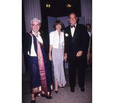 John Galiano, Anna Wintour et Oscar de la Renta au Metropolitan Museum of Art http://www.vogue.fr/diaporama/oscar-de-la-renta-deces-createur-mode-mort/20846#!john-galiano-anna-wintour-et-oscar-de-la-renta-au-metropolitan-museum-of-art