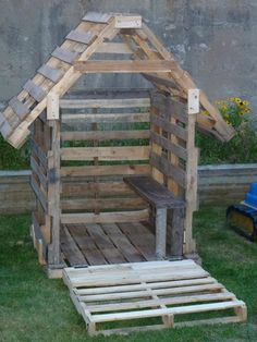 Pallets: Kids cubby house - http://dunway.info/pallets/index.html