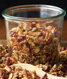 Paleo Granola - how can something so healthy be so. If you think you have a favorite granola recipe, this one will take you by surprise. It's delicious, super filling and EASY to throw togethe Diet Recipes, Snack Recipes, Cooking Recipes, Healthy Recipes, Healthy Granola Recipe, Easy Recipes, Recipies, Healthy Nuts And Seeds, Desayuno Paleo