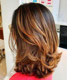 70 Brightest Medium Layered Haircuts to Illuminate You - Abschlussball Medium Length Hair Cuts With Layers, Short Hair Cuts, Short Hair Styles, Hair Layers, Medium Lenth Hair, Medium Layered Haircuts, Layered Hairstyles, Brown Hairstyles, Middle Hair
