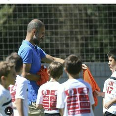 Hoy Pep Guardiola ha vuelto al Montanyà para dar unos consejos a los chicos del campus de @mediabasesports, es un lujo poder ver al mejor entrenador del mundo con nosotros!🙌 ** ⚽ Avui Pep Guardiola ha tornat al Montanyà per donar uns consells als nens del campus de @mediabasesports, ha estat tot un luxe poder veure el millor entrenador en directe. 🙌  #sport #futbol #campus #montanyahotel @pepteam #barcelona #manchesterunited #football #happy #summer