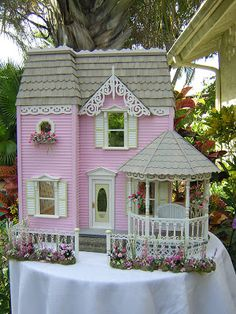 Dollhouses by Robin Carey: Miss Muffet Dollhouse