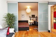 My rental: Cloison coulissante en verre séparant entièrement la chambre (pas de photos cloison fermée.. à venir)