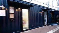 「TORACO Konohana」はコンテナを利用したホテルです。USJから歩ける距離にオープンです。 Hostel, Locker Storage, Garage Doors, Japan, Outdoor Decor, Home Decor, Decoration Home, Room Decor, Home Interior Design
