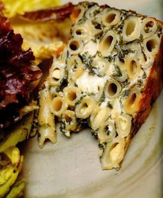 Pasta cake, with penne, spinach, ricotta and garlic