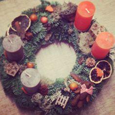 Advent wreath in orange-brown. Adventi koszorúm - A macis.