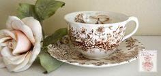 Pacífica verano cascada de las montañas de Brown Taza de té y platillo…