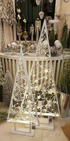 50 Best DIY Wooden Christmas Decor Ideas / Inspo - Hike n Dip - - Here are the best Wooden Christmas Decor Ideas. These Wooden Christmas Crafts, Christmas Trees & ornament are perfect for rustic & farmhouse Christmas decor. Wooden Christmas Crafts, Wooden Christmas Decorations, Pallet Christmas Tree, Farmhouse Christmas Decor, Xmas Crafts, Rustic Christmas, Christmas Projects, Xmas Tree, Simple Christmas