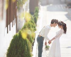 Wedding Couple Poses, Pre Wedding Photoshoot, Wedding Couples, Cute Couples, Korean Wedding Photography, Cute Couple Outfits, Prewedding Outdoor, Wedding Company, Wedding Album