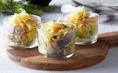 Sveciasill | Sill på nytt sätt som blandas vid bordet, precis innan gästerna tar för sig.