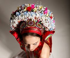 Today we are looking at accompanying a kroj, especially ceremonious and bridal headwear for women as well as scarves and how to tie a scarf to wear with a kroj. Flower Head Wreaths, Folk Clothing, Folk Fashion, Very Lovely, Headdress, Traditional Outfits, Ukraine, Beauty Women, Captain Hat