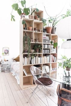10 Dreamy ways to make your studio apartment look bigger (Daily Dream Decor) - For the Home - One Room Apartment, Apartment Interior, Apartment Living, Apartment Layout, Apartment Checklist, Interior Livingroom, Studio Apartment Design, Studio Apartment Decorating, Studio Apartment Room Divider