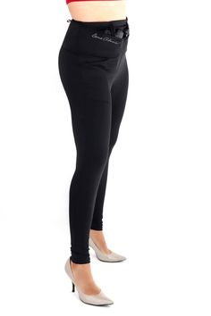 Ditch the bulky belt and make concealed carry comfortable and fashionable with concealed carry leggings from Dene Adams. Concealed Carry Women, Concealed Carry Holsters, Types Of Shorts, Skin Care Remedies, Skin Food, Oils For Skin, Good Skin, Carry On, Black Jeans